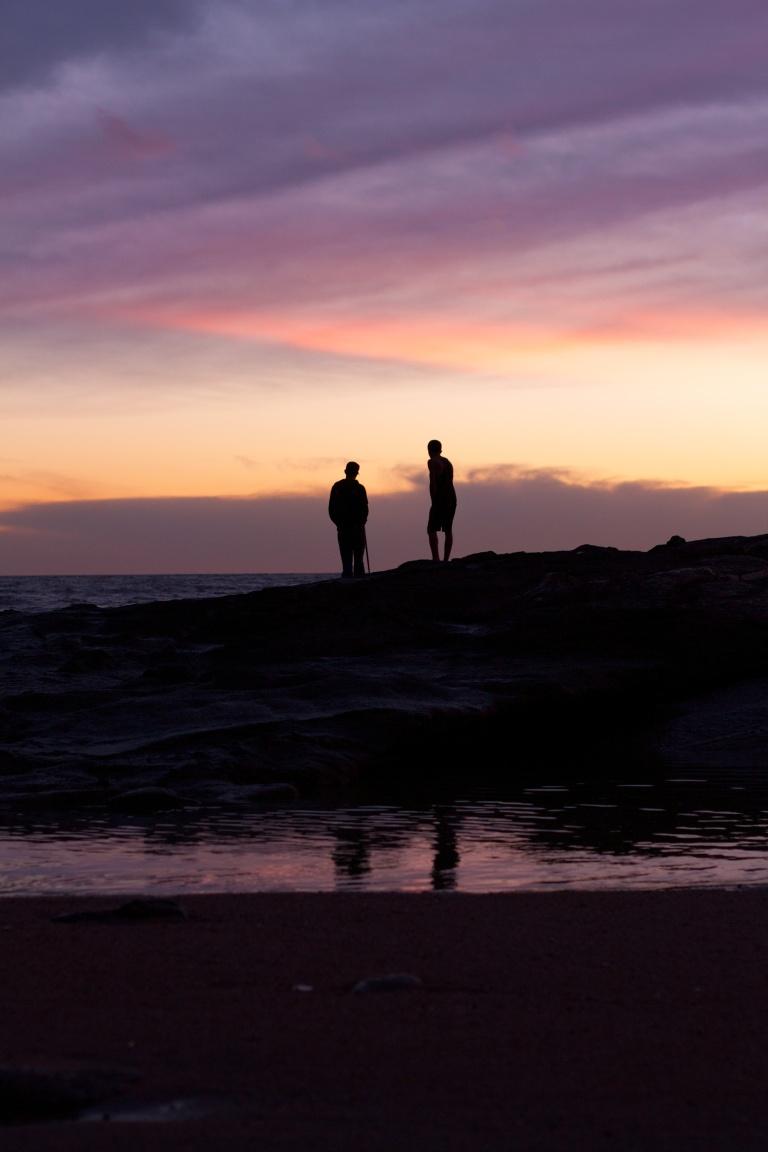los dos esperarán hasta que salga el sol