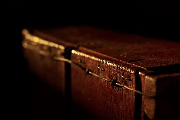 Red Coffin | Cajon Rojo