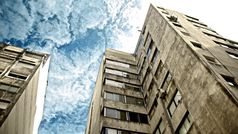 Edificios atacan el Planeta o su Inverso